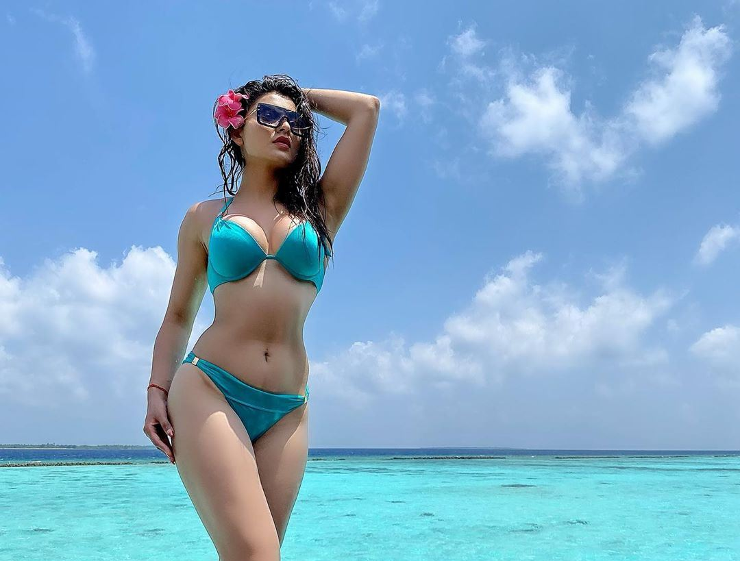 Urvashi Rautela Hot Bikini Photos - Social Media Images 31-03-2020